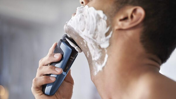 Philips S1070/04 Aquatouch Wet and Dry Electric Shaver (Blue and Black)-6852